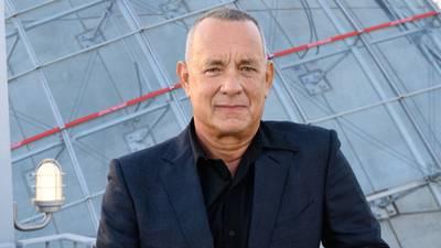 Tom Hanks adorably crashes couple's wedding on the beach