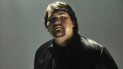 """Wolfgang Van Halen is """"Dave Grohl-ing it"""" after spraining his ankle"""